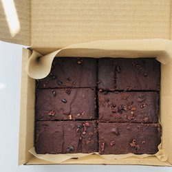 6 Chocolate Fudge Vegan Gluten-free Brownies 665g