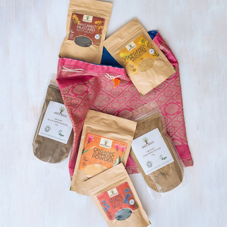 Organic Curry Spice Gift Set with 6 Spice Pouches in Cloth Bag