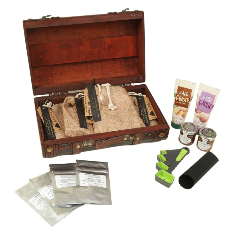 Medium-hot Indian Curry Spice Gift Set in Suitcase with Spice Mixes, Pickles & Purées (Vegan)