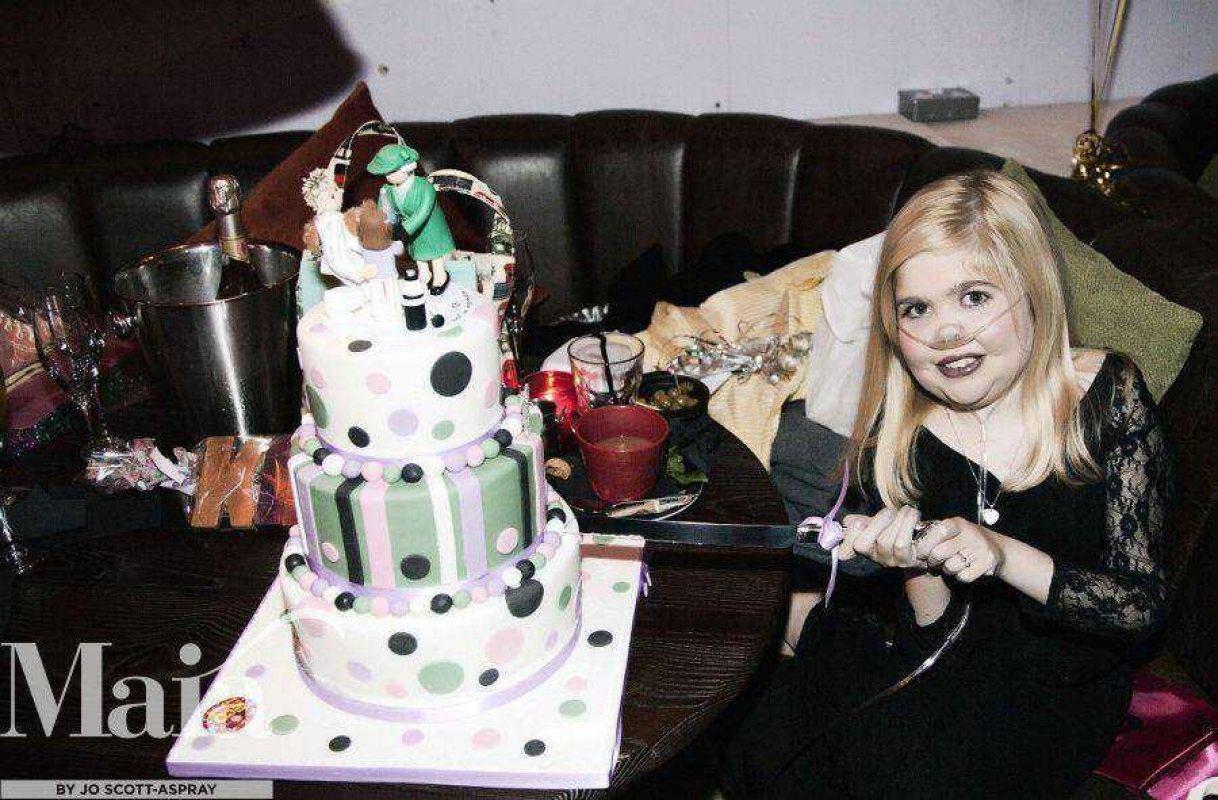 Kirsty Cuts Her 18th Birthday Cake