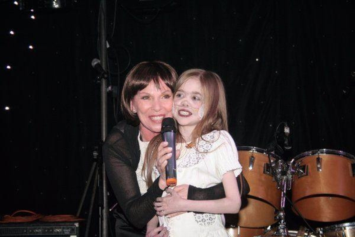 Susie Mathis & Kirsty on Stage