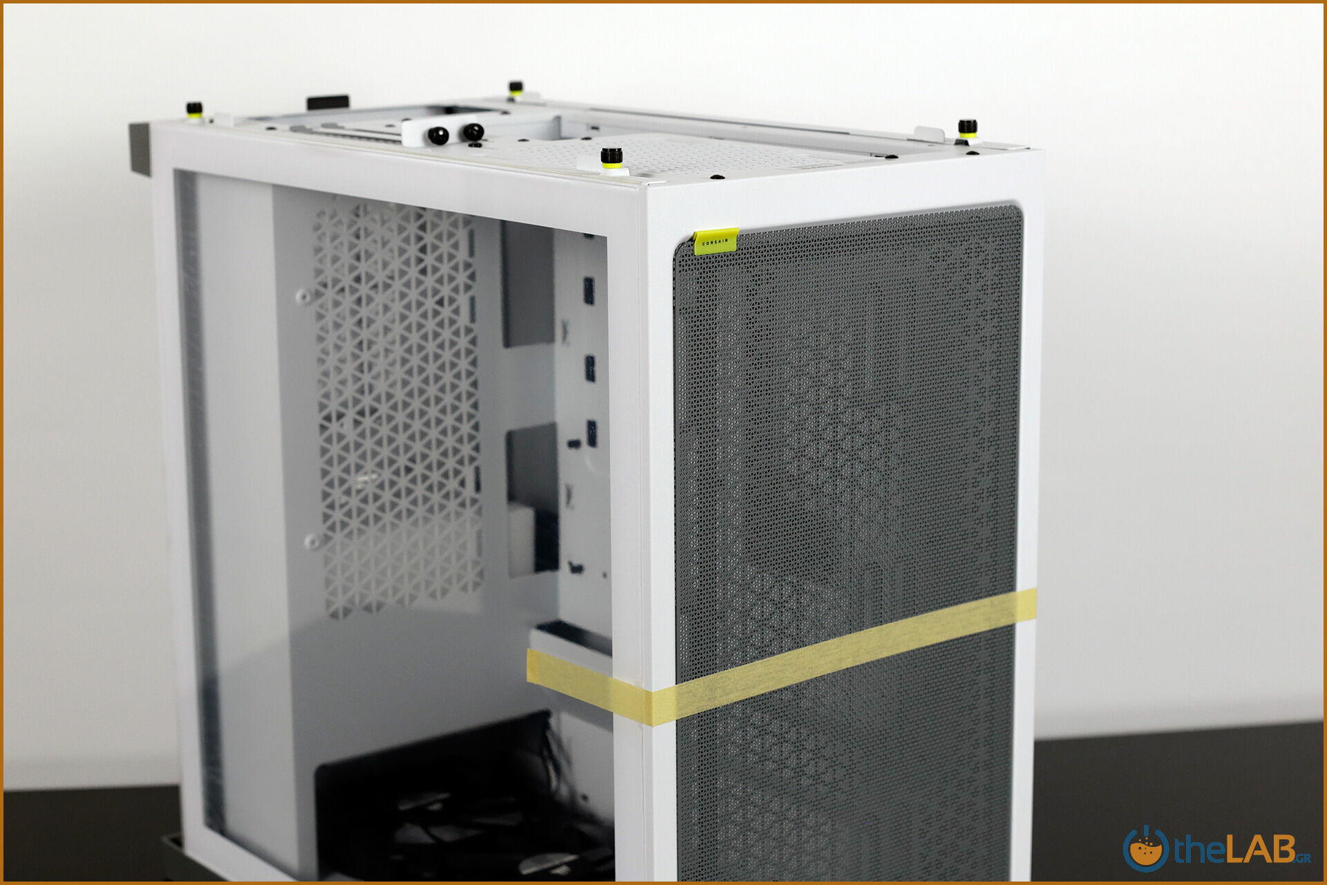 Corsair_icue_4000x_rgb_case_smart_exterior_interior_mid_tower_gaming_case_smart_review_image547.jpg
