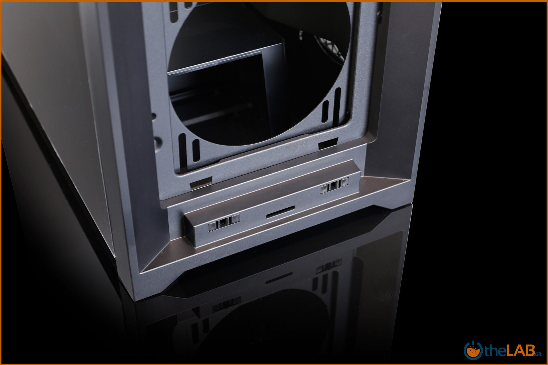 Corsair_icue_5000D__case_smart_exterior_interior_mid_tower_gaming_case_smart_review_image632.jpg