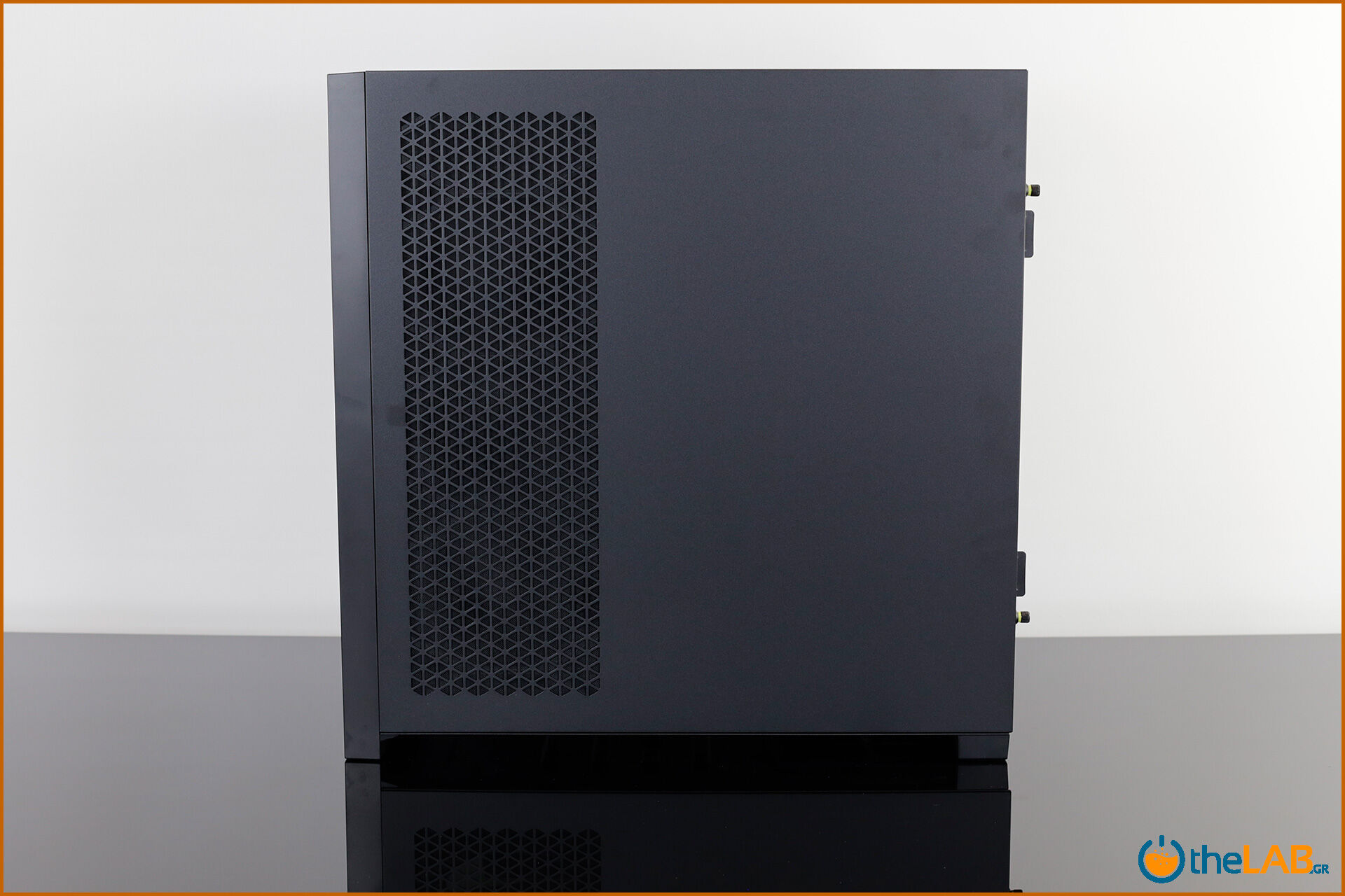 Corsair_icue_5000D__case_smart_exterior_interior_mid_tower_gaming_case_smart_review_image638.jpg
