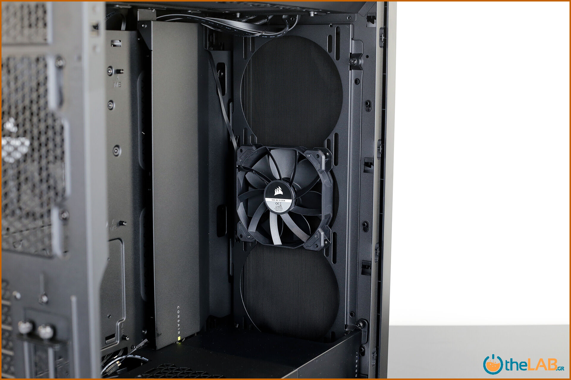 Corsair_icue_5000D__case_smart_exterior_interior_mid_tower_gaming_case_smart_review_image652.jpg