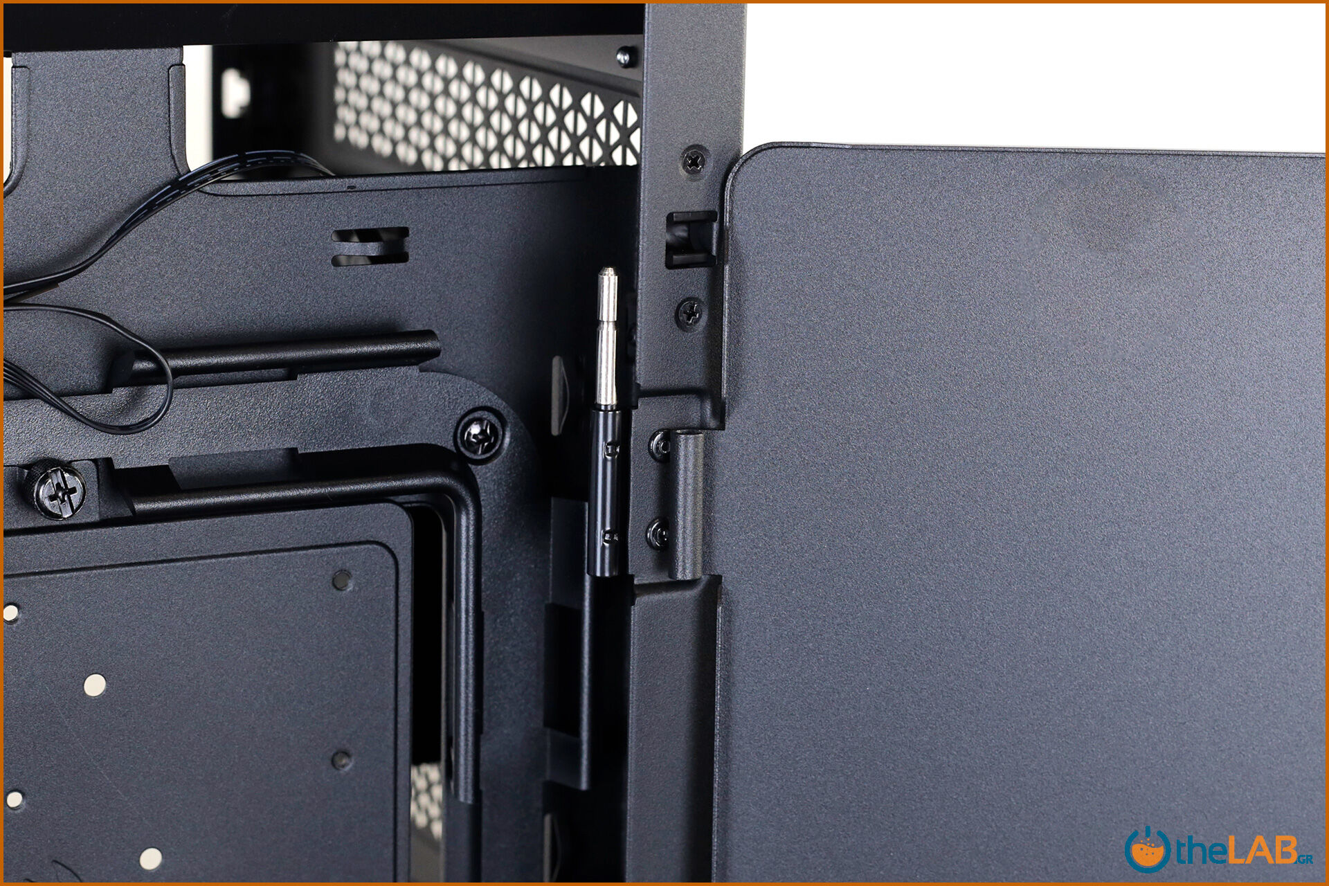 Corsair_icue_5000D__case_smart_exterior_interior_mid_tower_gaming_case_smart_review_image668.jpg