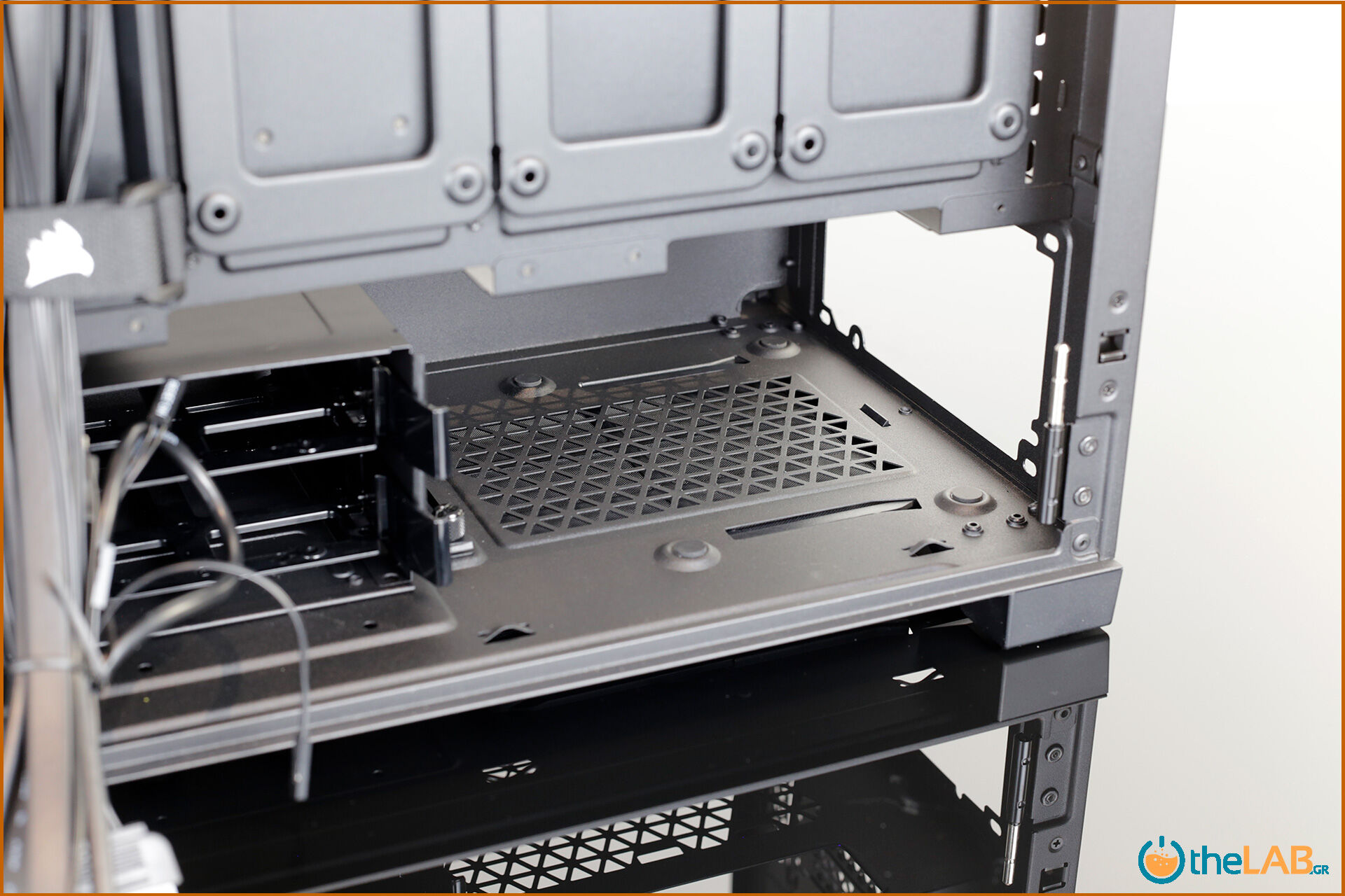 Corsair_icue_5000D__case_smart_exterior_interior_mid_tower_gaming_case_smart_review_image671.jpg