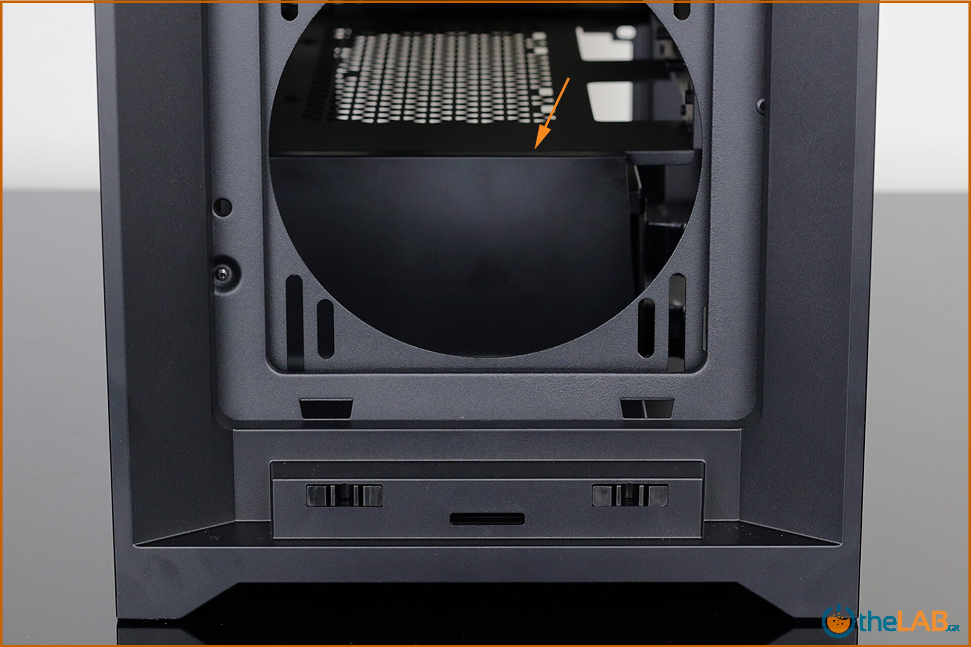 Corsair_icue_5000D__case_smart_exterior_interior_mid_tower_gaming_case_smart_review_image702.jpg