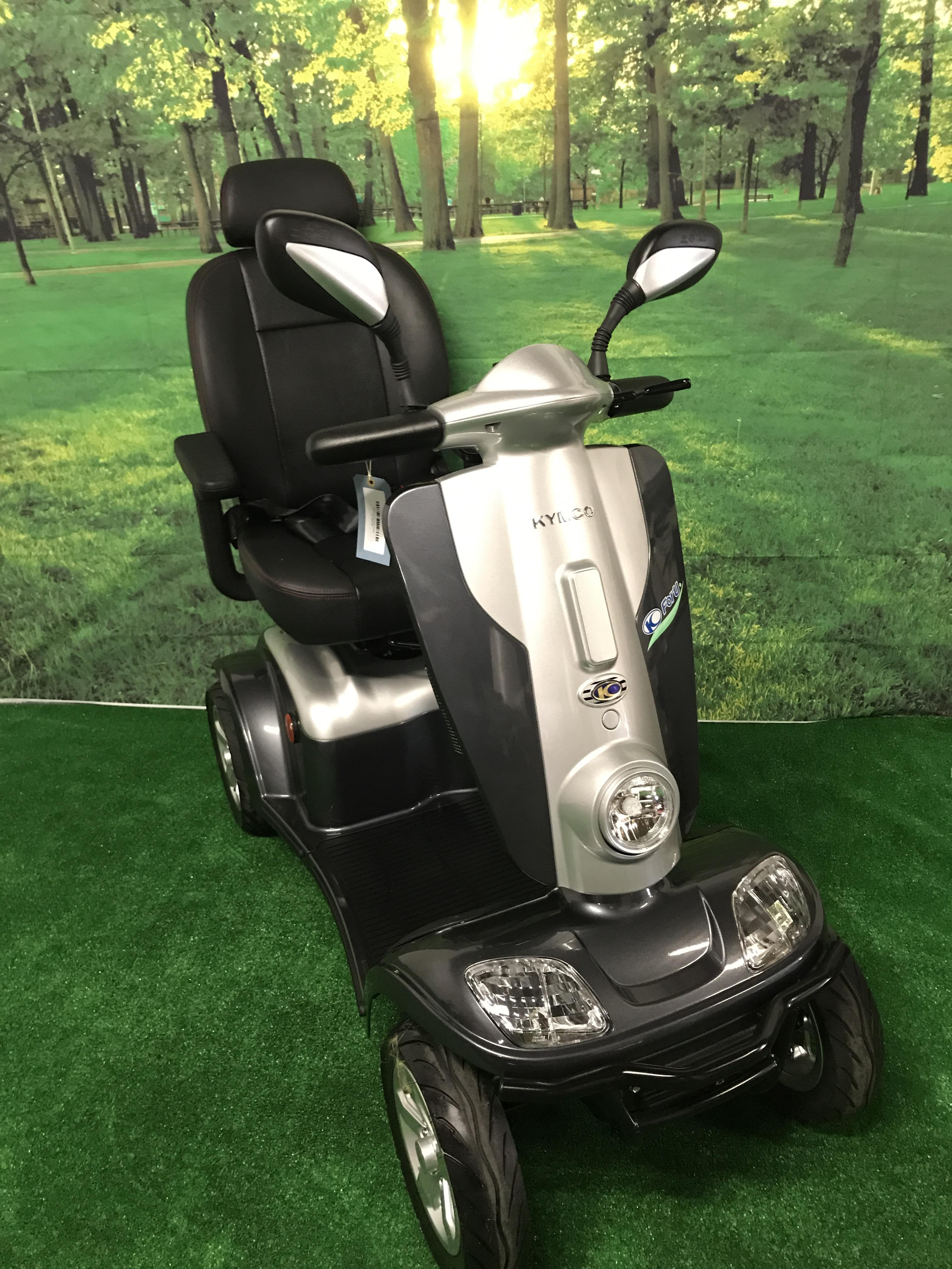 stunning 2016 kymco maxi 8mph mobility scooter large scooter in grey ebay. Black Bedroom Furniture Sets. Home Design Ideas