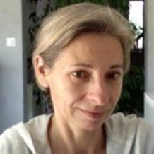 Catherine Vayssiere , Yoga à Saint Antoine Du Rocher, France