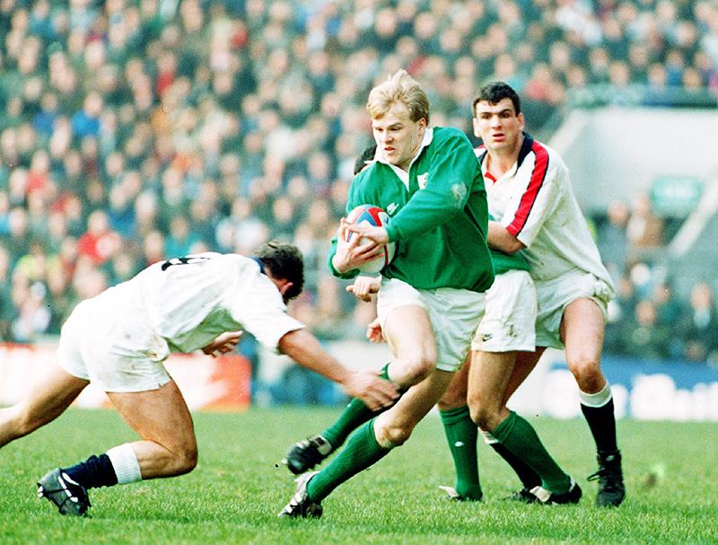 Five Nations England vs Ireland 19/2/1994 Simon Geoghegan of Ireland on the attack ©INPHO/Allsport