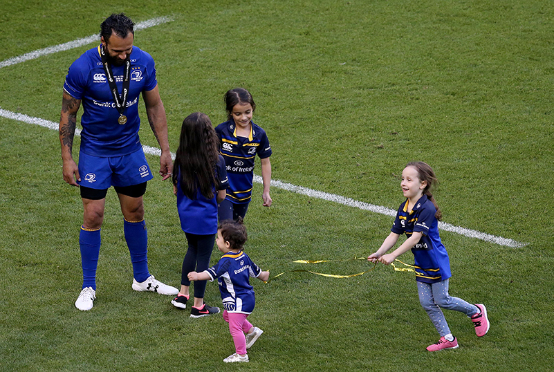 Guinness PRO14 Final, Aviva Stadium, Dublin 26/5/2018 Leinster vs Scarlets Leinster's Isa Nacewa celebrates with his daughters Mia, Ellie, Lucy and Laura after the game Mandatory Credit ©INPHO/Tommy Dickson