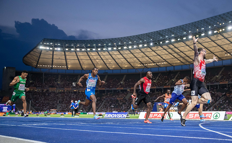 2018 European Athletics Championships - Day 4, Olympic Stadium, Berlin, Germany 9/8/2018 Men's 200m Final Ireland's Leon Reid trails home as Trukey's Ramon Gullev celebrates victory Mandatory Credit ©INPHO/Morgan Treacy