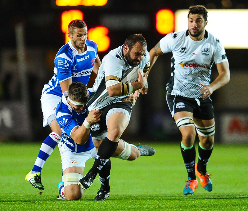 Guinness PRO12, Rodney Parade, Wales 11/9/2015.Newport Gwent Dragons vs Zebre.Zebre's Tommaso d'Apice is tackled by Dragons' Ed Jackson.Mandatory Credit ©INPHO/Craig Thomas