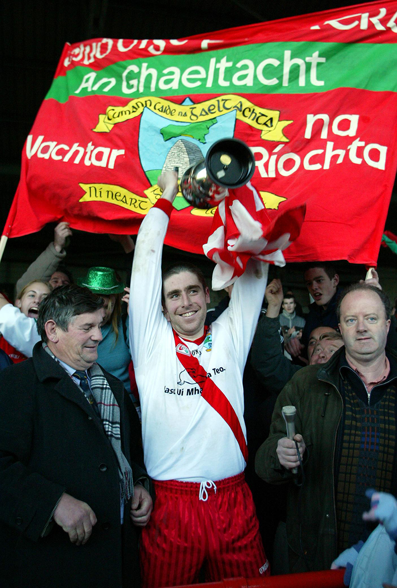 AIB Munster Club Football Final An Ghaeltacht vs Saint Senan's 30/11/2003 Darragh O'Se lifts the cup for An Ghaeltacht Mandatory Credit ©INPHO/Kieran Clancy