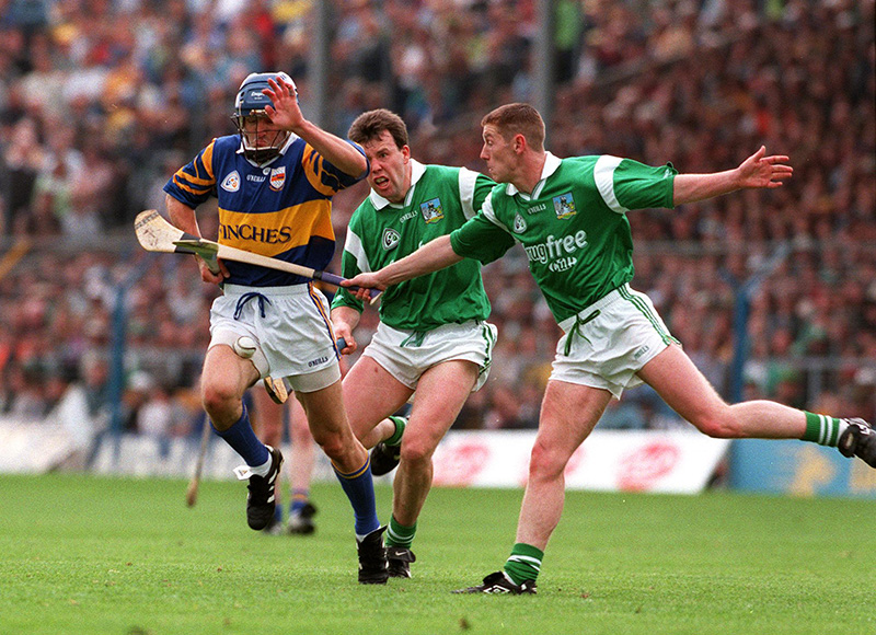 Munster Semi Final 15/6/1997 Tipperary v Limerick Gary Kirby, Ciaran Carey(L)/Conor Gleeson(T) © Lorraine O'Sullivan/INPHO
