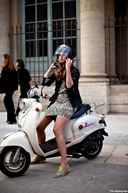 vespa street style paris women helmet. Black Bedroom Furniture Sets. Home Design Ideas