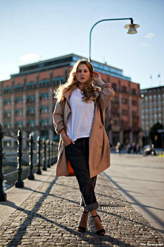 boyfriend jeans and heels street style women stockholm