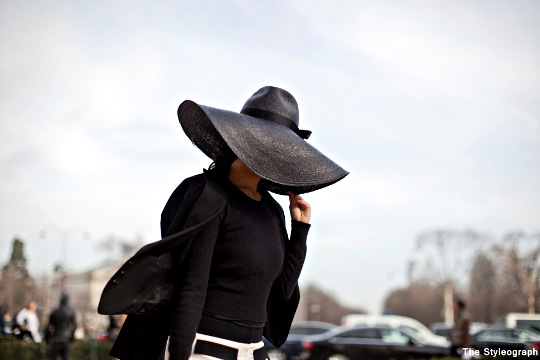 chanel street style blog floppy hat