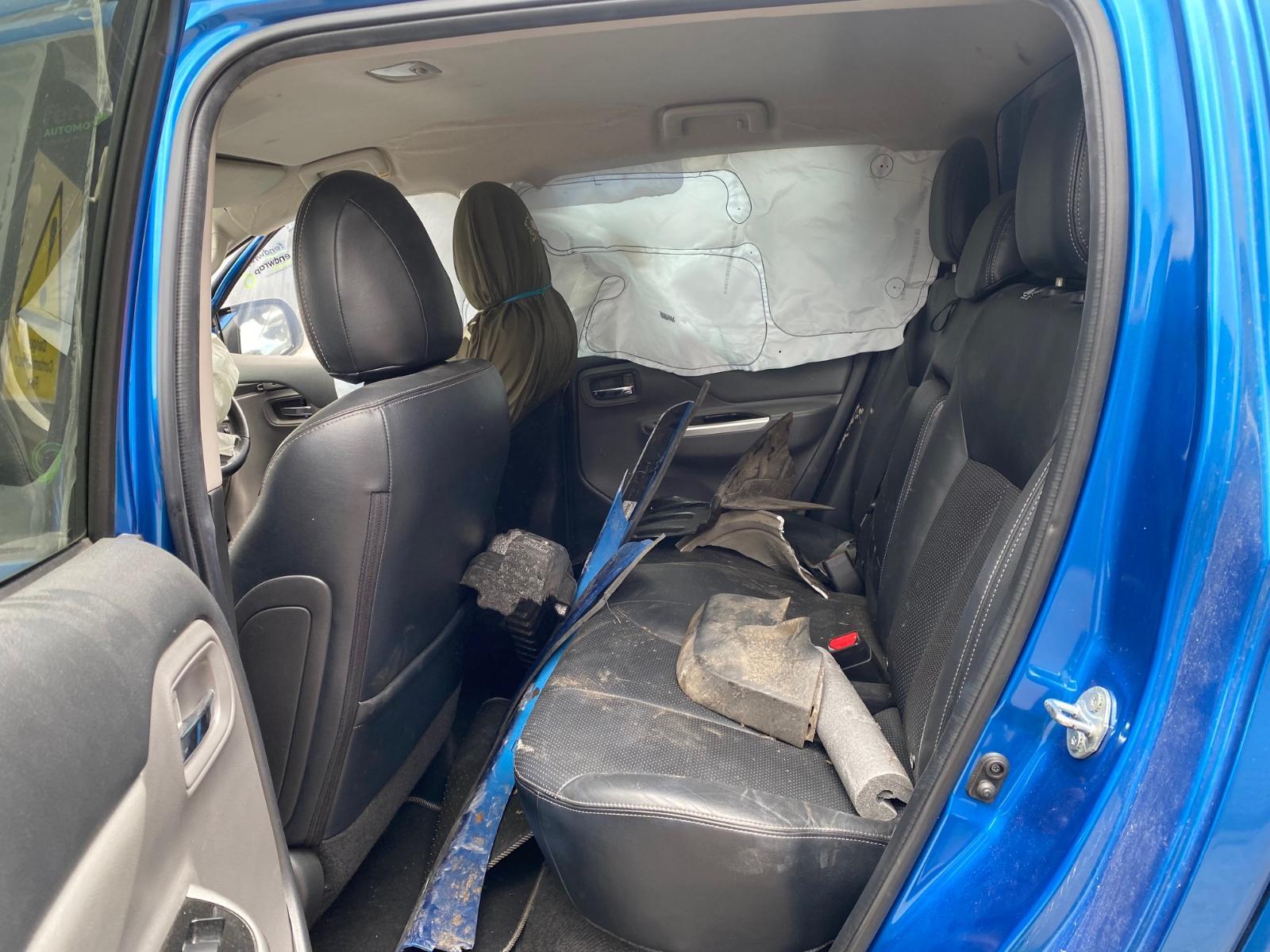 View MITSUBISHI L200 2015 4 Door Pickup