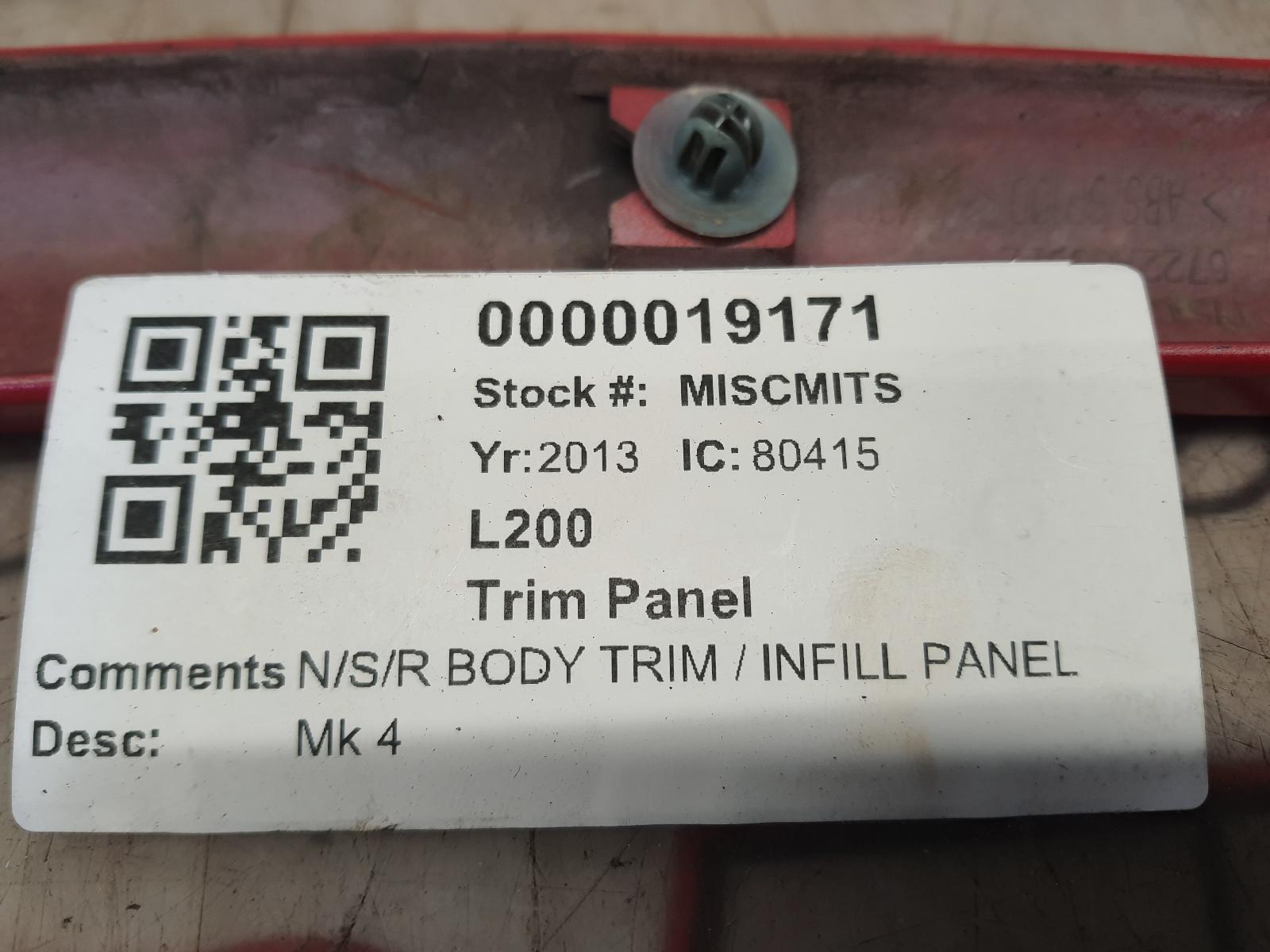 View Auto part Trim Panel MITSUBISHI L200 2013