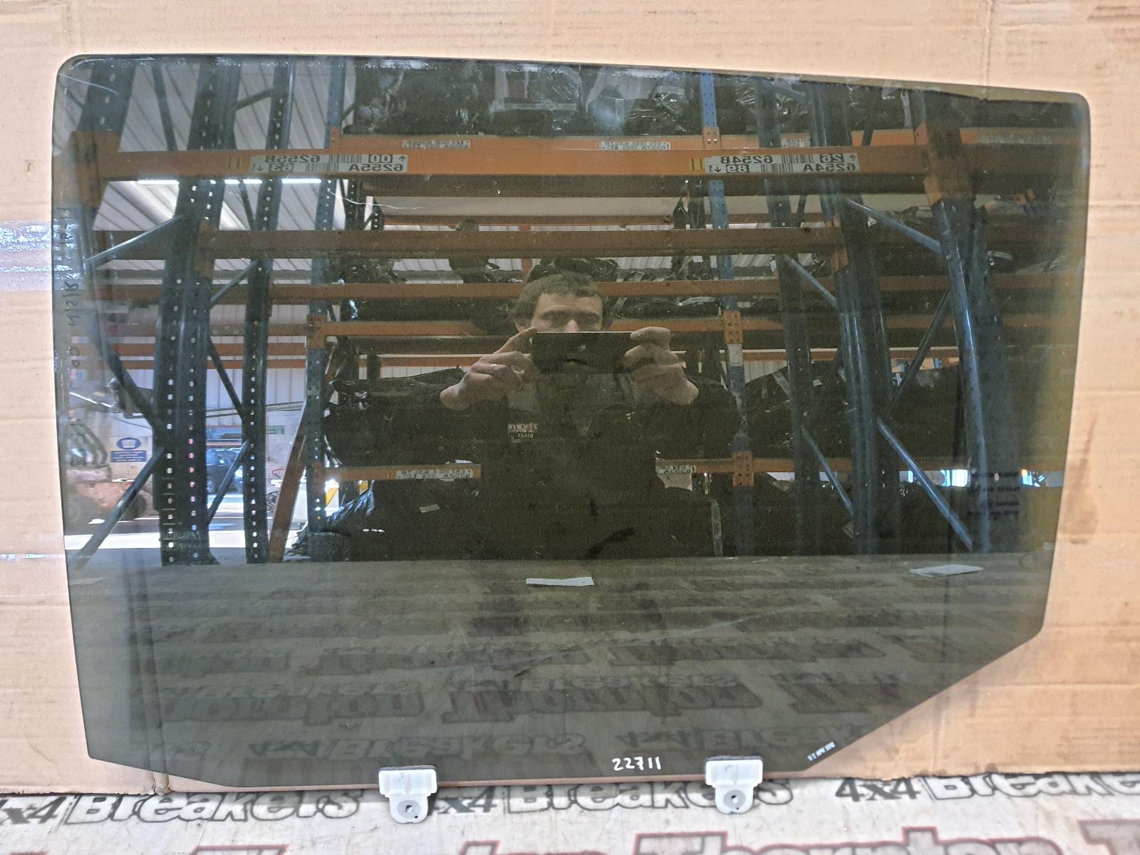 View Auto part LR Door Window MITSUBISHI L200 2018
