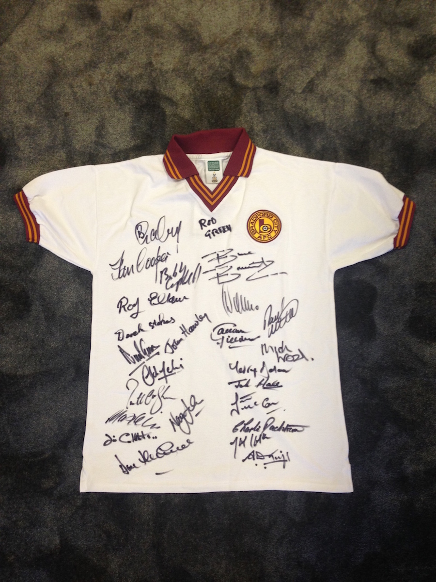 UNIQUE BANTAM RELIQUE: Replica shirt signed by numerous Legends