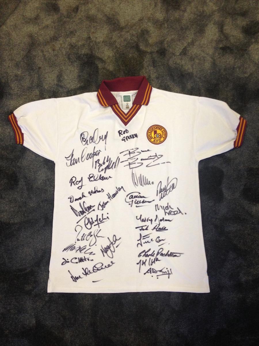 UNIQUE BANTAM RELIQUE: Replica shirt signed by numerous Legends