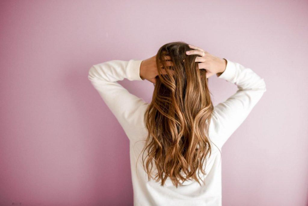 Witamina C działa na włosy