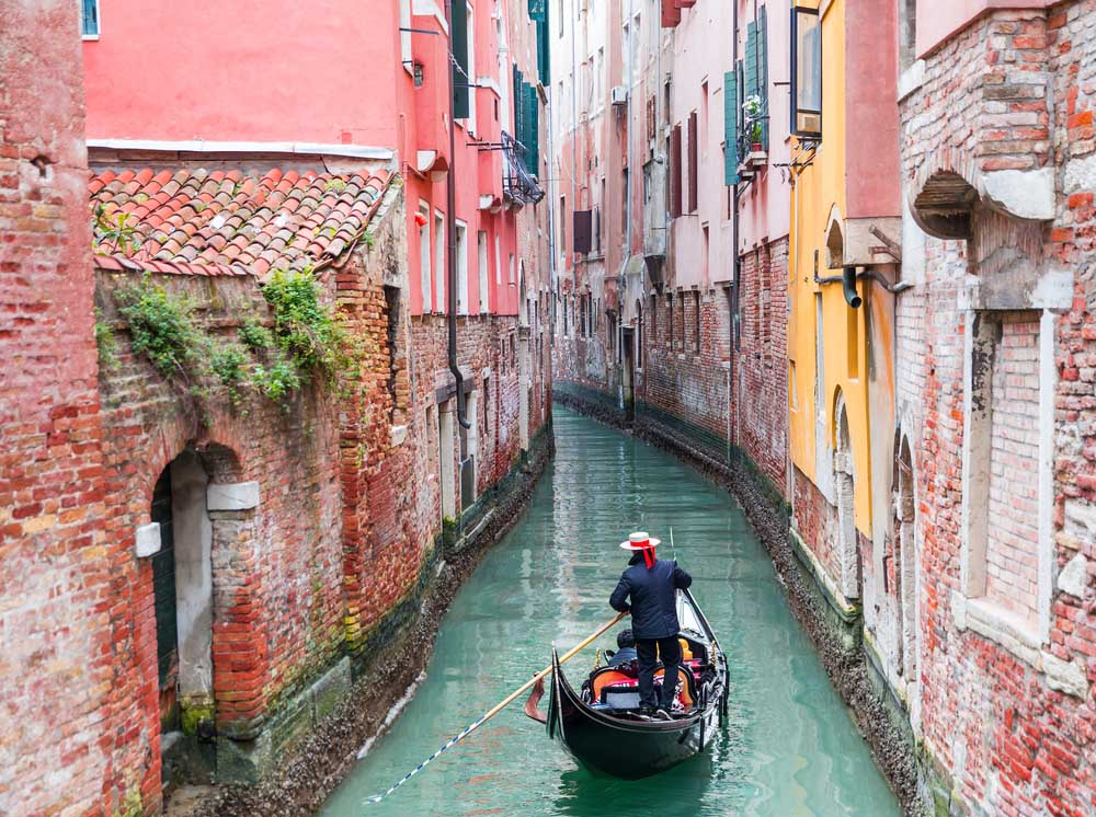 Venice is among the romantic things to to din Europe