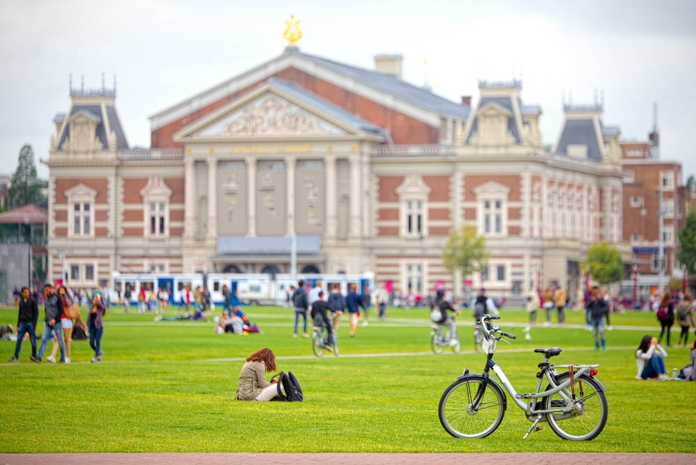 The perfect Sunday morning in Amsterdam at the Museumplein