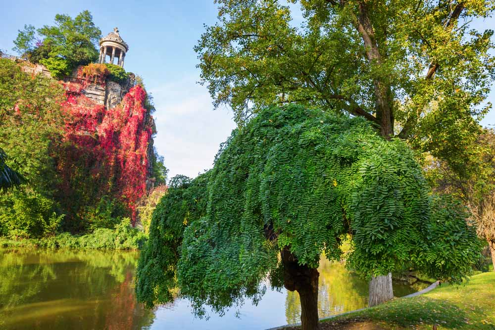 One of the most romantic things to do in Paris is going to Parc Buttes-Chaumont