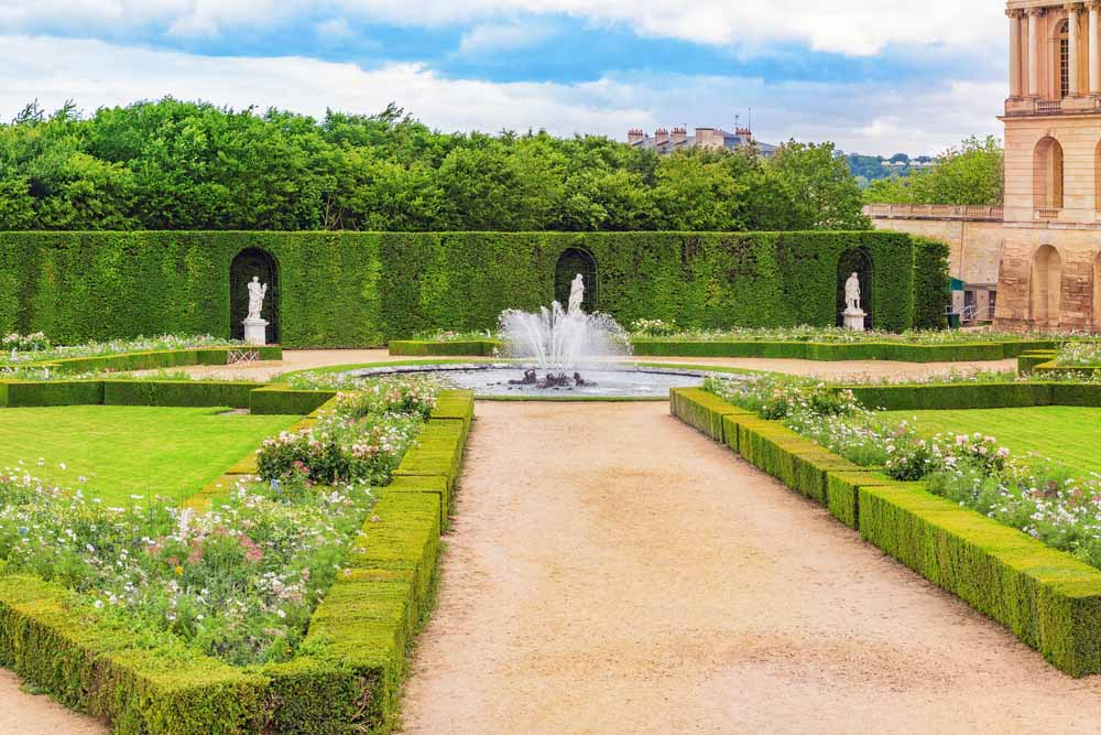 One of the most romantic things to do in Paris is going to Versailles