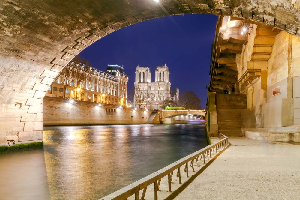 One of the most romantic things to do in Paris is walking along the Seine with your lover