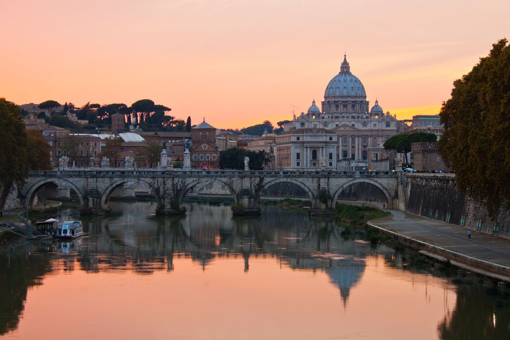 The Tiber and Rome provide a great setting for dinner cruises in Europe