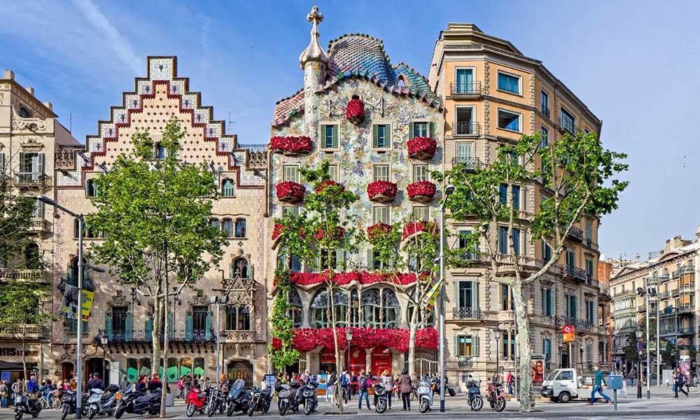 sant jordi's day in barcelona