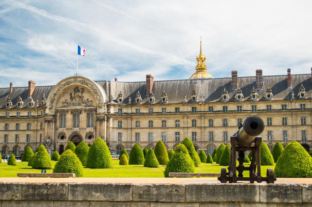View of the Musée de l'Armée's exterior, with an antique cannon.