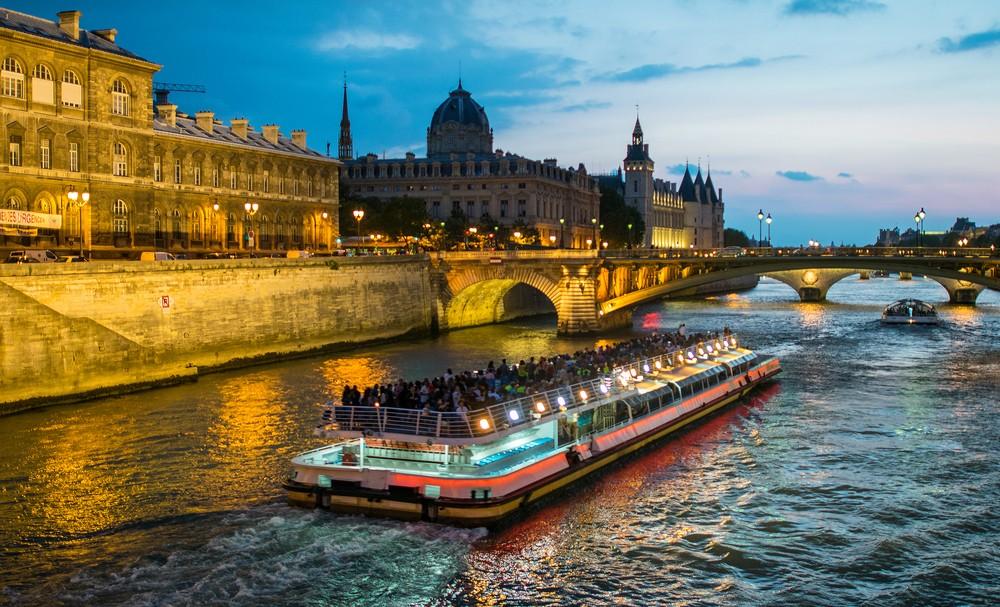 A boat cruising along the Seine.
