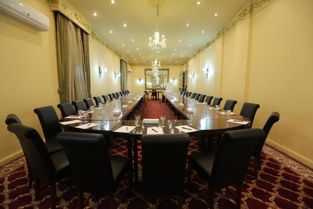 Paradise Inn Windsor Palace Hotel-10 of 43 photos