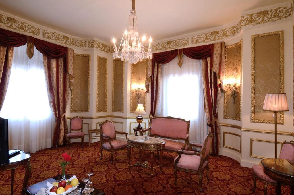 Paradise Inn Windsor Palace Hotel-2 of 43 photos