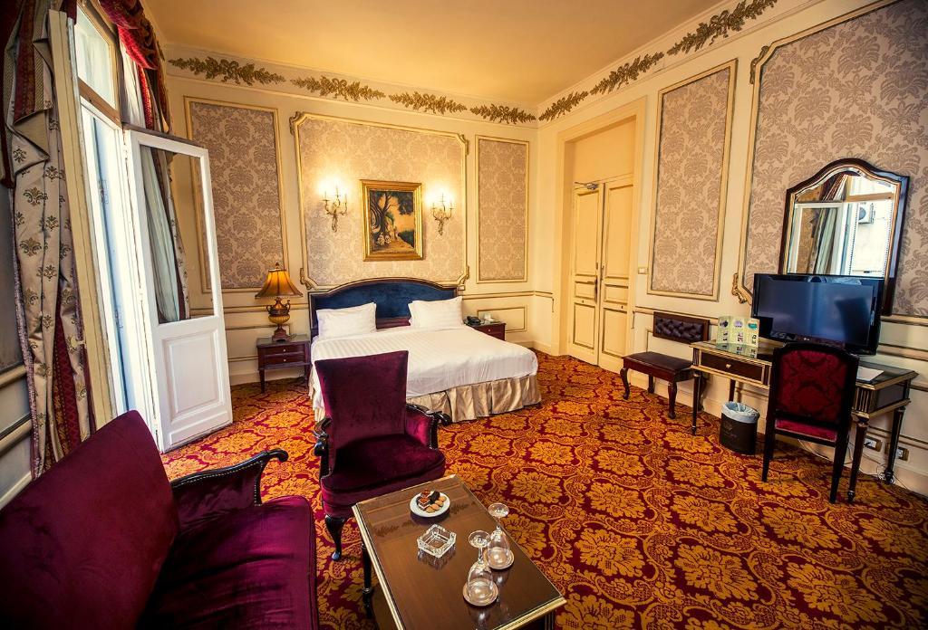 Paradise Inn Windsor Palace Hotel-30 of 43 photos