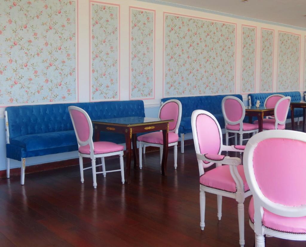 Paradise Inn Windsor Palace Hotel-37 of 43 photos
