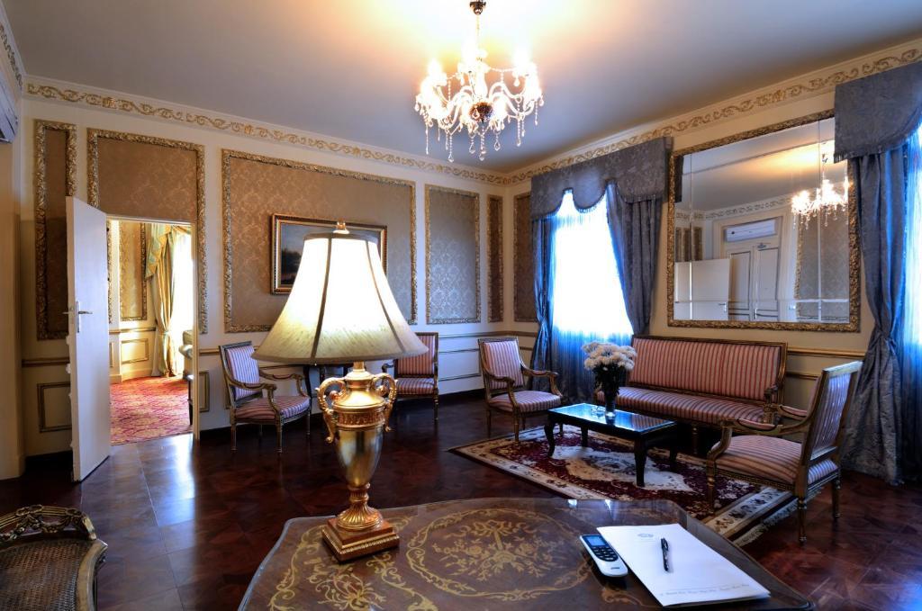 Paradise Inn Windsor Palace Hotel-4 of 43 photos
