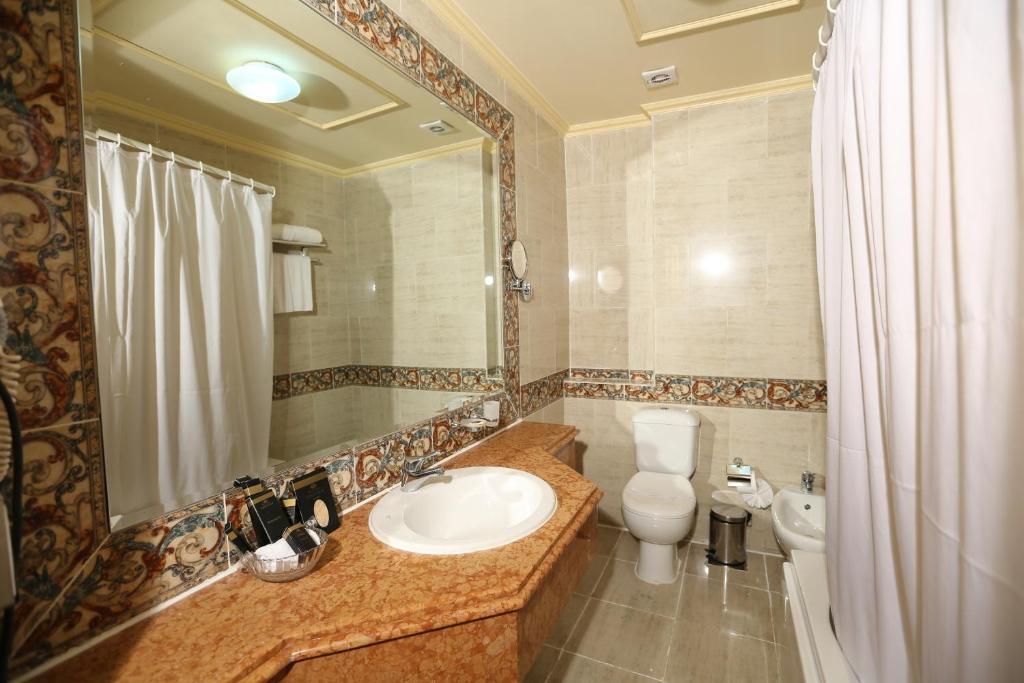 Paradise Inn Windsor Palace Hotel-5 of 43 photos