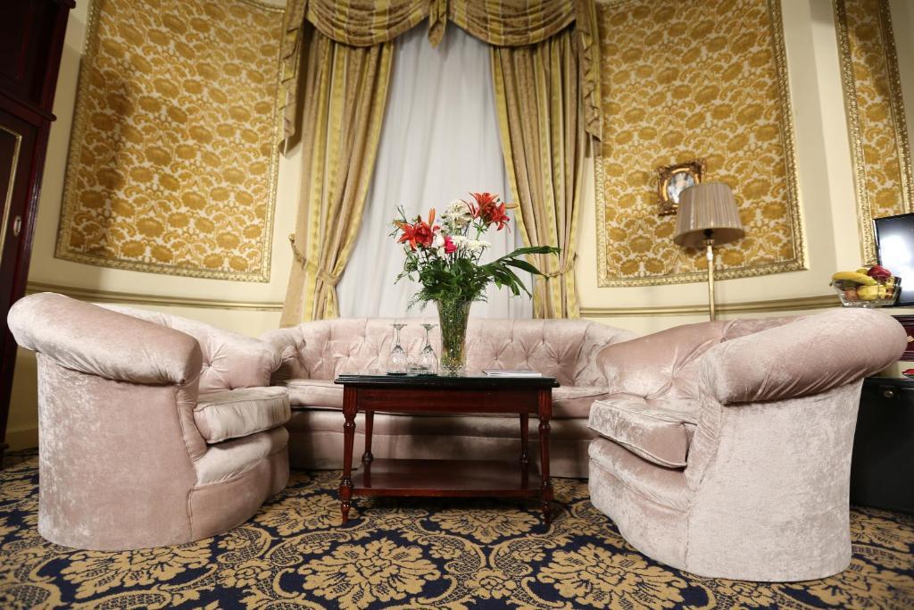 Paradise Inn Windsor Palace Hotel-6 of 43 photos