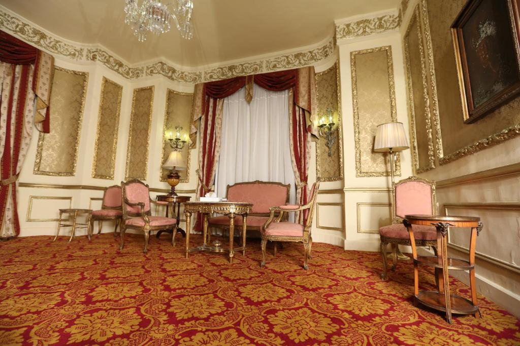 Paradise Inn Windsor Palace Hotel-9 of 43 photos