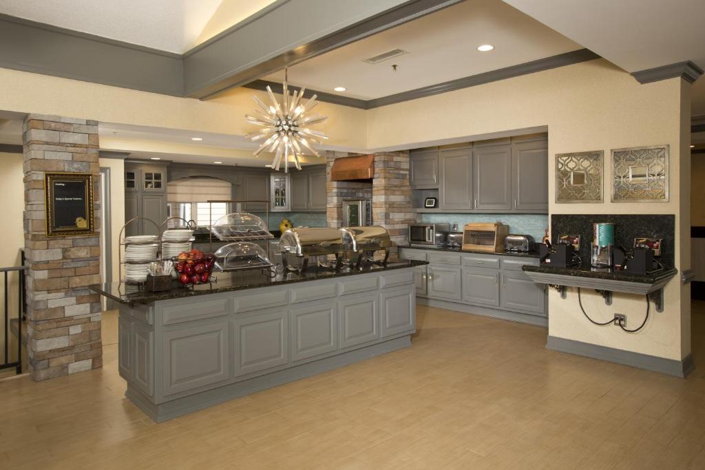 Homewood Suites by Hilton Alexandria-17 of 37 photos