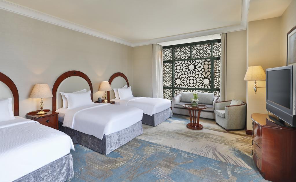 Madinah Hilton Hotel-29 of 43 photos