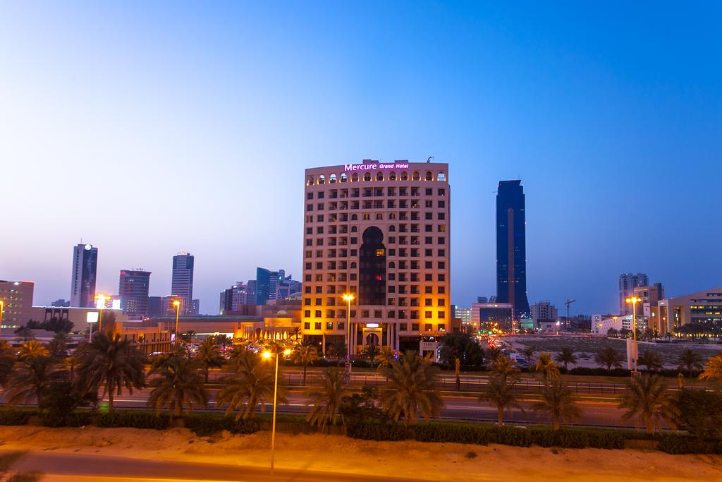 Mercure Grand Hotel Seef / All Suites-1 of 37 photos