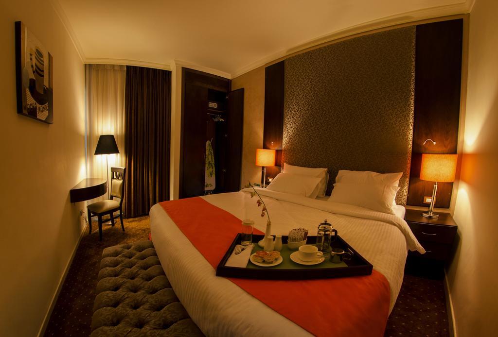 Meneur Hotel-11 of 46 photos